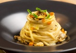 Le Linguine tartufo nero, vongole e bottarga del ristorante Ecrudo
