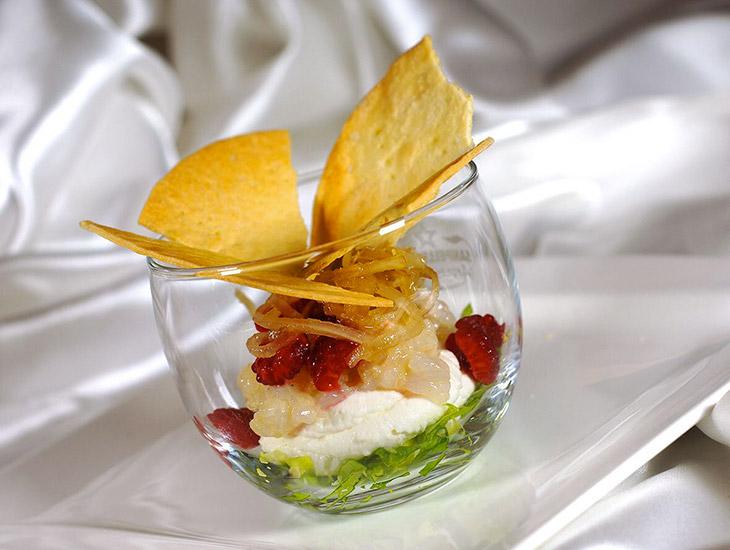 Come assaporare lo Scampo in vetro con raviggiolo, lamponi e cardo di Cervia croccante