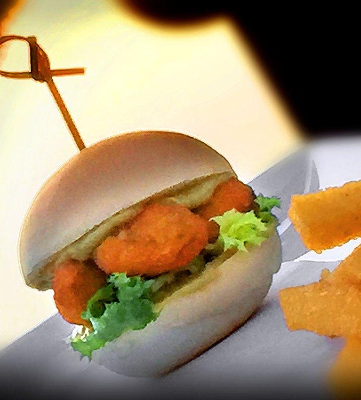 Il Panino con le cozze di Cervia fritte con Bastoncini di Polentami al curry e sale dolce di Cervia