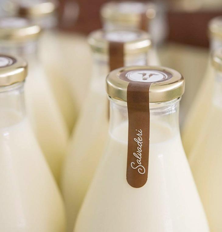 Bottiglie di vetro del latte Salvaderi