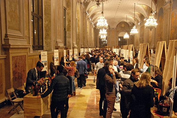 Stand di vino e prodotti tipici dell'Emilia Romagna a Enologica