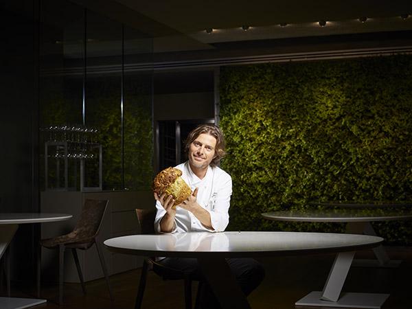 Lo chef Giuliano Baldessarri e il suo panettone Acqua Crua