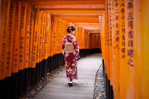 Ragazza in costume giapponese