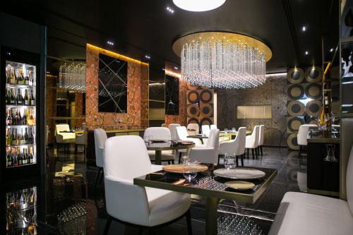 Un elegante interno del ristorante Idylio