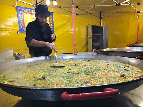 Preparazione di una delle delizie dello Street Food