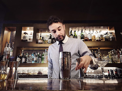 Il bar manager Vincenzo Tropea