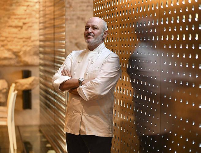 Lo chef stellato Alessandro Breda del ristorante stellato Gellius di Oderzo (in provincia di Treviso)
