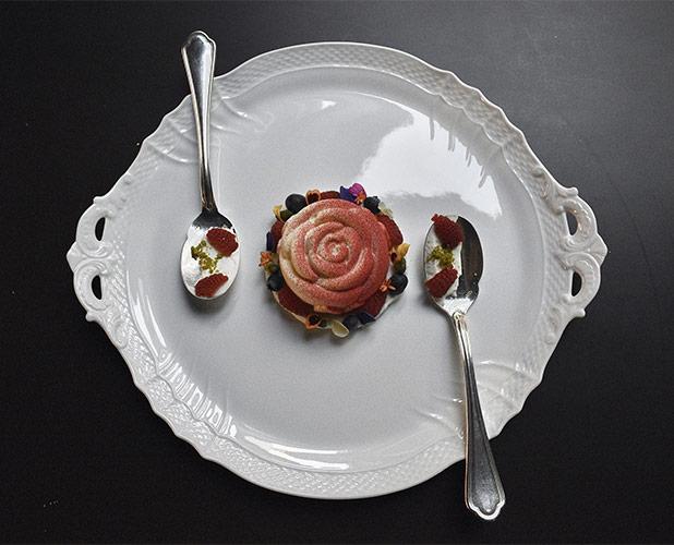 Una Rosa per due, il dessert ideato dallo chef Alessandro Breda per la cena di San Valentino