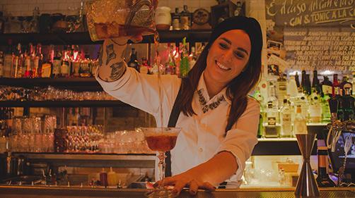 La bartender Ilaria Migliorini a La Zanzara d Roma
