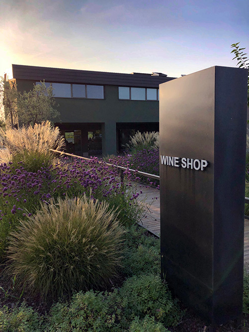 Esterno dell'Olivini Wine Shop